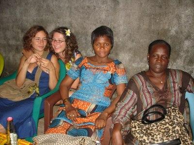 Responsável Saneamento Marion, enfermeira Lysanne, conselheiras ativistas Mahawa e Maimouna