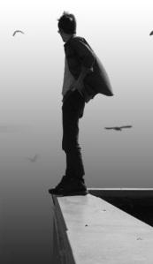"""""""A vida é uma dança louca e desenfreada, um mar turvo de ondas quebradas. Por mais que pensemos encontrar uma estrada, após uma curva, o que nos espera é um penhasco, fim da caminhada. Somente aqueles que enfrentam a escuridão e se jogam nesse abismo de vazio e nada, descobrem por fim que possuíam asas"""" Douglas A. Remonatto"""