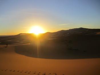 """""""No deserto acontece a aurora. Alguém o sabe."""" Jorge Luis Borges"""